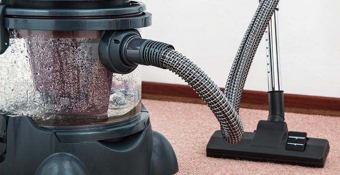 vacuum-cleaner-657719_1280 (2)